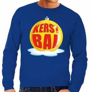Foute kersttrui kerstbal geel op blauwe sweater voor heren